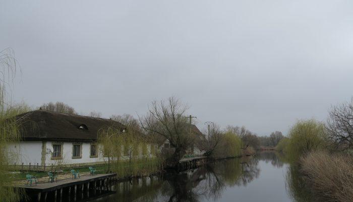 Canalul interior din incinta, cel mai bun loc de pescuit roşioară.