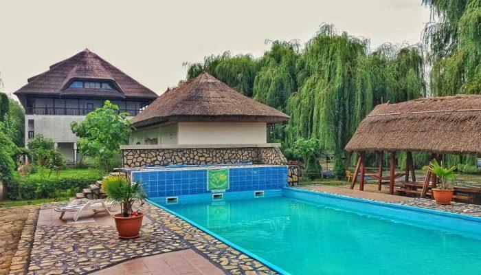 Vedere Pensiune Delta Paradis dinspre piscină